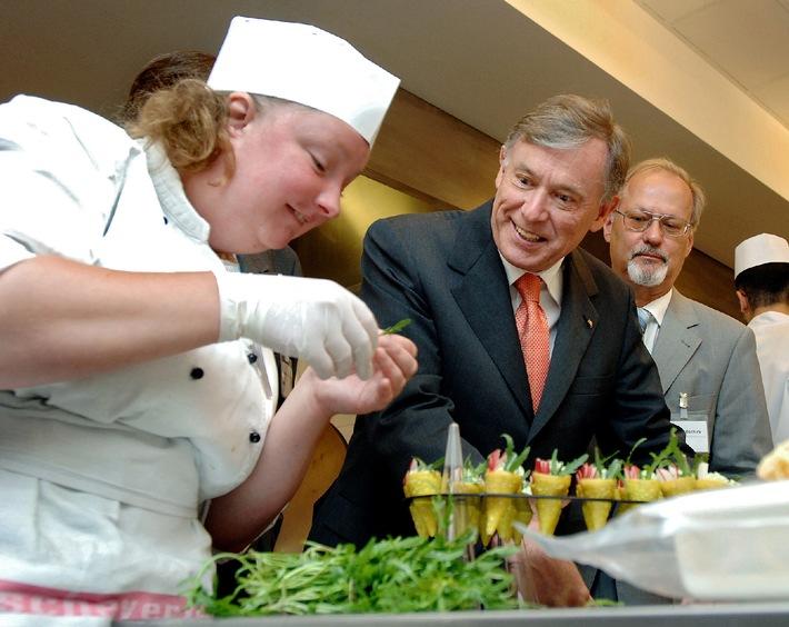 Der Bundespräsident ist ein Gesellschafter / Bundespräsident Horst Köhler möchte in einer Gesellschaft leben, in der Menschen mit und ohne Behinderungen voneinander lernen