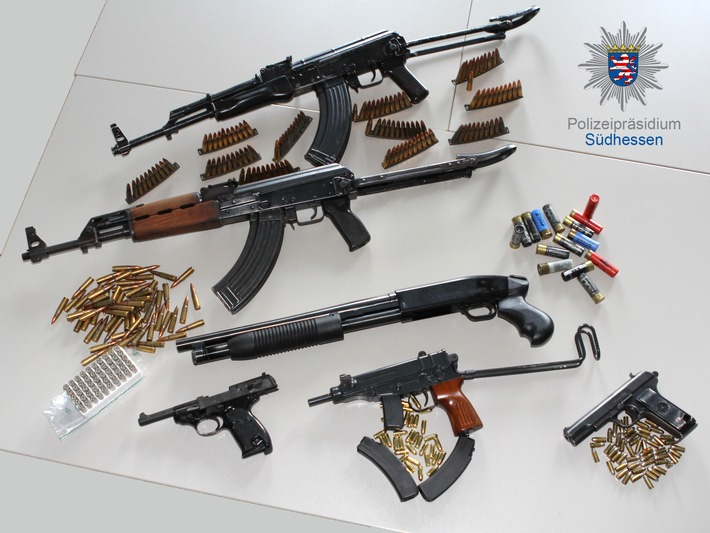 POL-DA: Bergstraße/ Odenwaldkreis: Kriminalpolizei gelingt Schlag gegen die organisierte Kriminalität / Mit Haftbefehl gesuchter Mann festgenommen / Sicherstellung von mehreren Schusswaffen