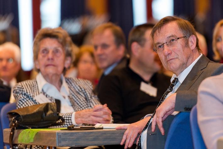 Bindungen und Verbindungen - Hochschule Fresenius verabschiedet Prof. Dr. Leo Gros
