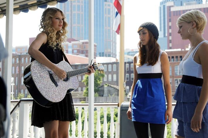 """Topstar bei POPSTARS: """"MTV Video Music Award""""-Gewinnerin Taylor Swift begleitet Elif und Dagmara auf der Gitarre"""