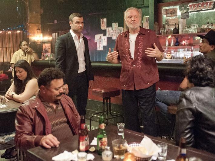 """""""Ray Donovan"""": Fox zeigt zweite Staffel der US-Erfolgsserie als Double Feature mit """"The Walking Dead"""""""