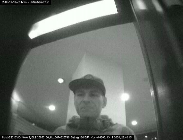 POL-HI: Polizei sucht nach unbekanntem Scheckkartenbetrüger