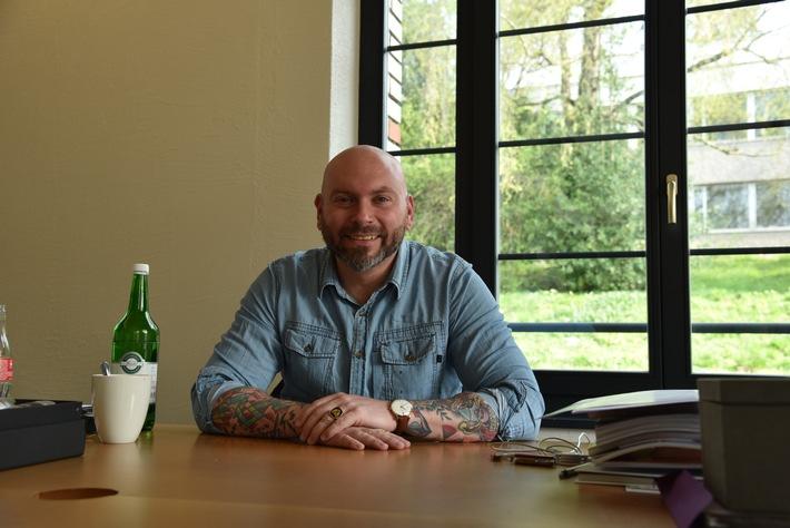 Er rockt die Schweizer Werbebranche: Dennis Lück ist «Werber des Jahres» 2017