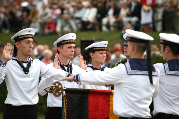 Marine: Pressemitteilung / Pressetermin: Bundespräsident Christian Wulff als Ehrengast an der Marineschule Mürwik - 250 Marineoffizieranwärter werden vereidigt