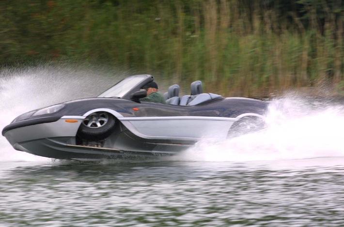 Neuer Schwimmwagen fährt 60 km/h auf dem Wasser