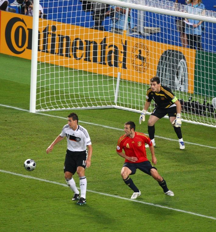 Continental wird Offizieller Sponsor der UEFA EURO 2012[TM] in Polen und der Ukraine sowie 2016 in Frankreich