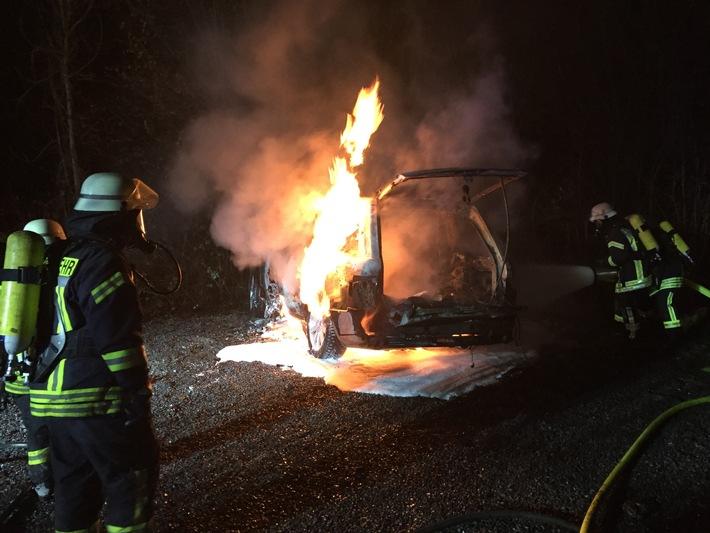 FW-HAAN: Pkw völlig ausgebrannt