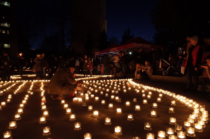 Zehntausende Kerzen für Armutsbetroffene - Die Schweiz setzt ein Zeichen der Solidarität