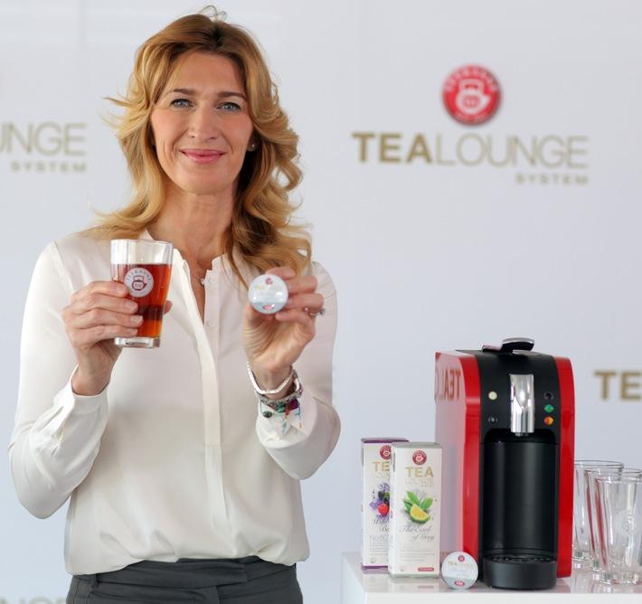 Stefanie Graf präsentiert perfekten Tee auf Knopfdruck / Premiere der ersten TEEKANNE Teekapselmaschine in Hamburg