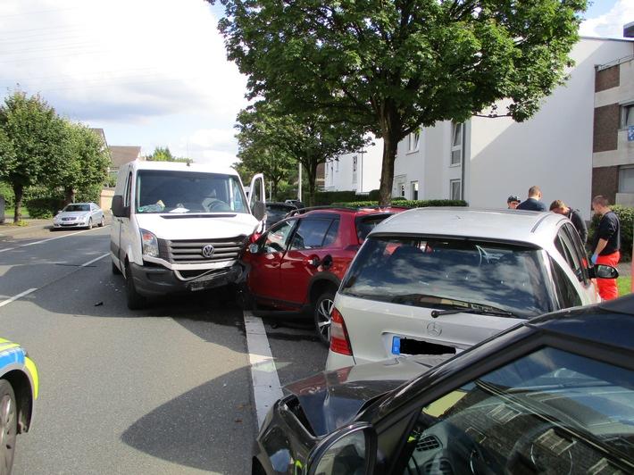 POL-ME: Verkehrsunfall mit hohem Sachschaden und zwei Verletzten - Hilden - 1709081