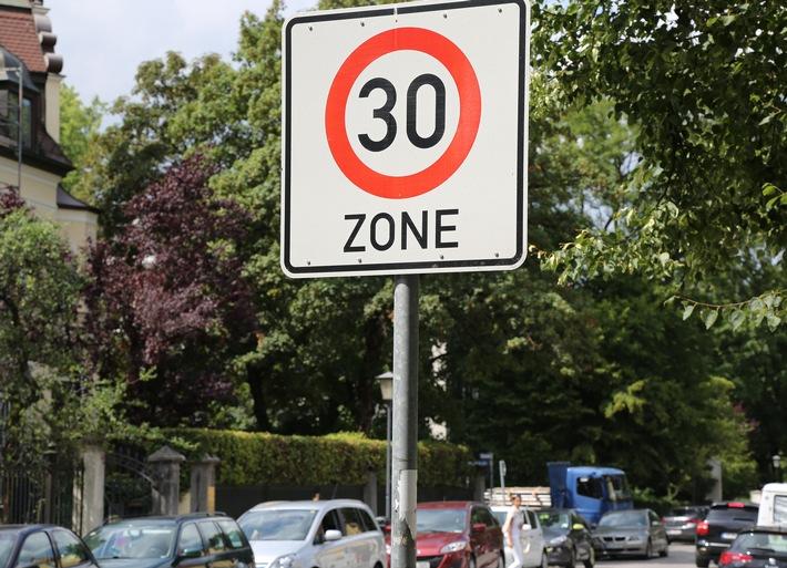 Klares Votum gegen generelles Tempo 30 / 78 Prozent der ADAC Mitglieder gegen niedrigere Regelgeschwindigkeit / Unter anderem mehr Schleichverkehr in Wohngebieten befürchtet