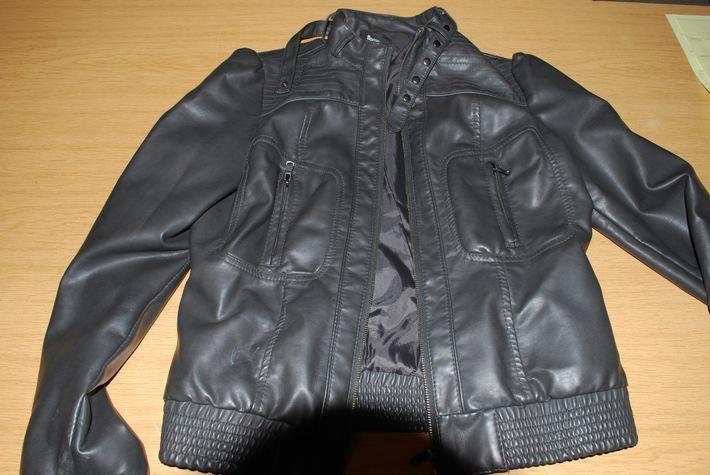POL-HI: Einbruch in Robert-Bosch-Gesamtschule - wem gehören diese Jacken?