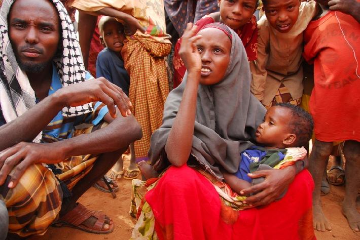 Hungersnot am Horn von Afrika: Schwer unterernährte Kinder besonders in inoffiziellen Flüchtlingscamps / Kindernothilfe-Partner helfen auch ausserhalb der Lager
