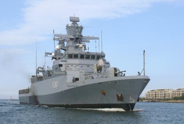 Führungswechsel im 1. Korvettengeschwader Nach 2 Jahren als Geschwaderkommandeur übergibt Fregattenkapitän Liche das Kommando über 5 Korvetten an Fregattenkapitän Dr. Zarthe