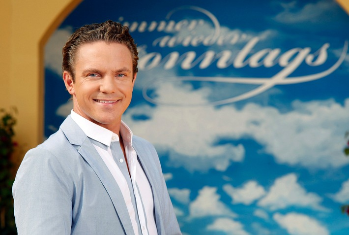 """""""Immer wieder sonntags"""": Gut gelaunt in die zwölfte Saison Stefan Mross eröffnet am 22. Mai die diesjährige Staffel der SWR Show im Ersten"""