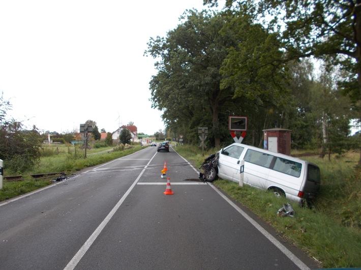 Der VW nach dem Zusammenstoß mit der Lokomotive.