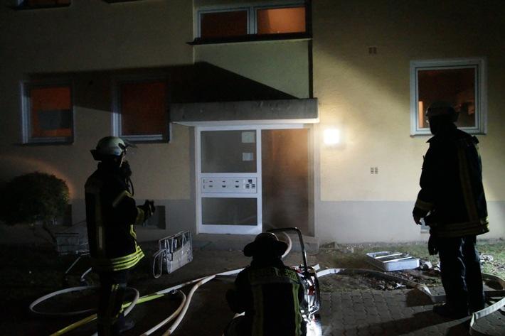 FW Menden: 39 Personen nach Kellerbrand in Sicherheit gebracht