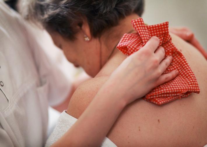 Pflege-Report 2016: Pflegende Angehörige kennen Unterstützungsangebote, nutzen sie aber wenig
