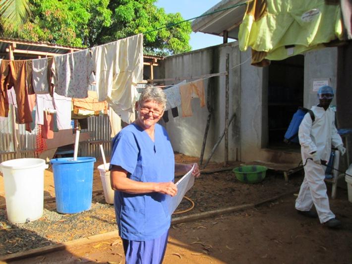 Aktion Deutschland Hilft: Im Kampf gegen Ebola mit Aufklärung nicht aufhören / In Liberia stagniert Anzahl von Neuinfizierungen und Todesfällen dank Einsatz von Hilfsorganisationen