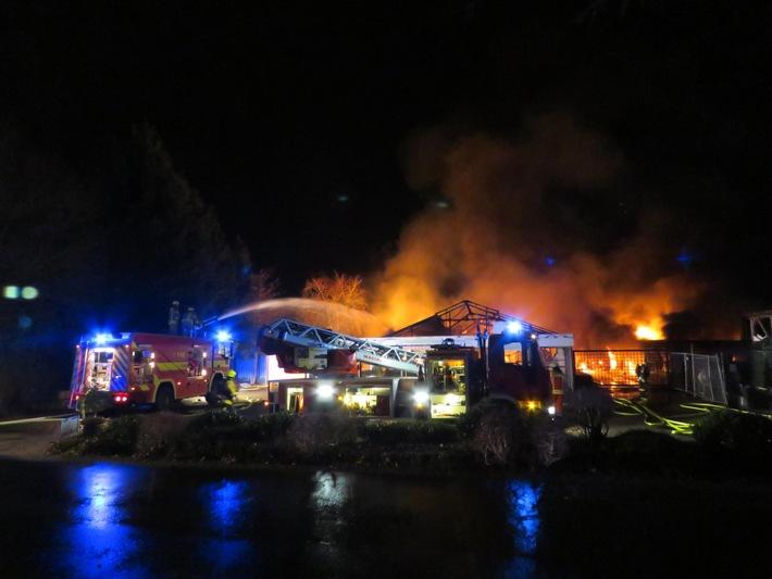 FW-ME: Großbrand in Gärtnerei (Meldung 1/2016)