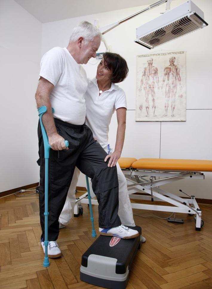 Heilmittelbericht 2015 - Sprechen, bewegen, gemeinsam üben: Im Alter profitieren vor allem pflegebedürftige Menschen von Heilmitteltherapien
