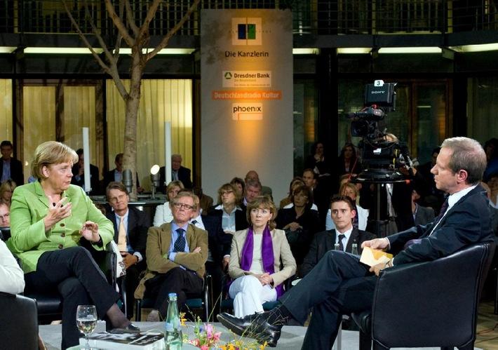 FORUM PARISER PLATZ - Die Kanzlerin / PHOENIX-Programmhinweis für Sonntag, 16. August 2009, 13 Uhr und 22.30 Uhr