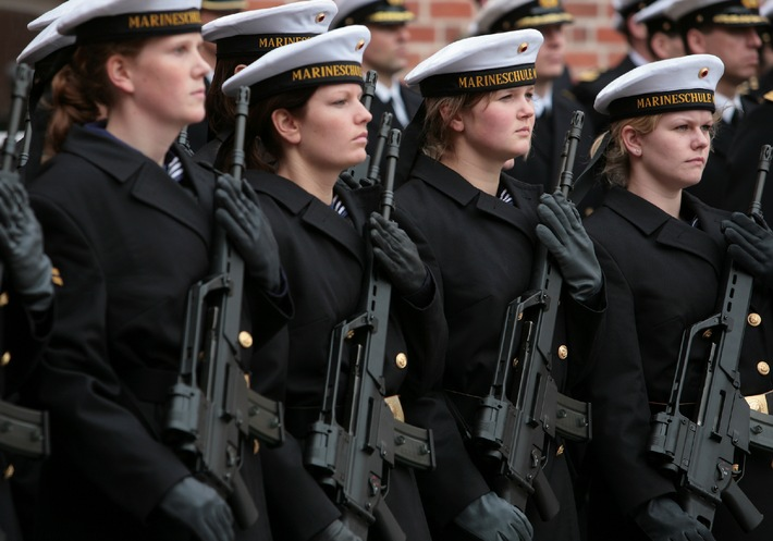 Marine - Pressemitteilung: Kommandeurswechsel an der Marineschule Mürwik - Ein Abschied und Neubeginn