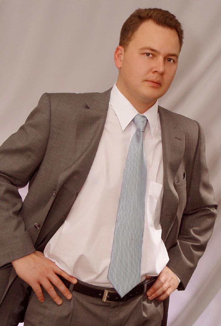 Agence Virtuelle se développe à Genève, et intègre Michel Navarro