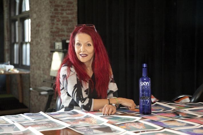 SATC-Stylistin Patricia Field entwirft Limited Edition für  Vodka-Partner SKYY / Das Interview mit der Stil-Ikone (mit Bild)