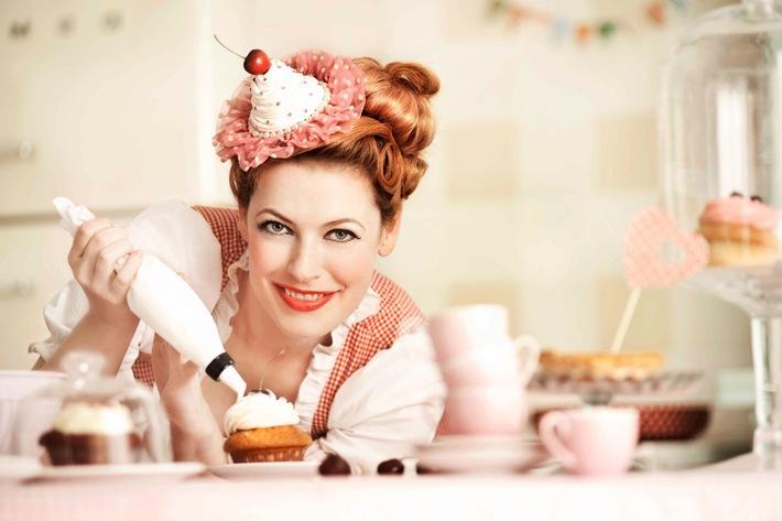 "An den Ofen, fertig, los! sixx zeigt Enie van de Meiklokjes' neue Back-Show ""Sweet & Easy - Enie backt"" ab Samstag, 6. Oktober 2012, um 14.00 Uhr"