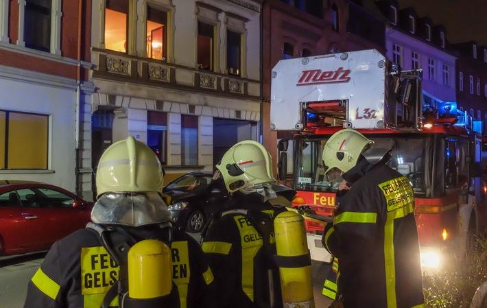 FW-GE: Wohnungsbrand in Ückendorf - eine Person über Drehleiter gerettet
