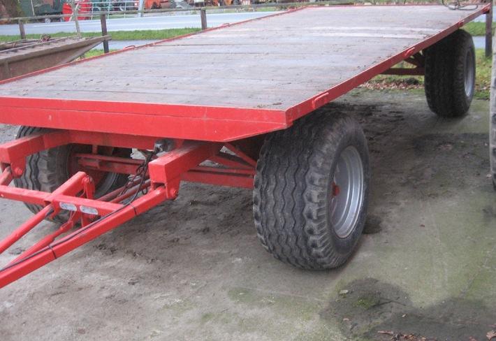 POL-CUX: Ballenwagen gestohlen (Bildmaterial)