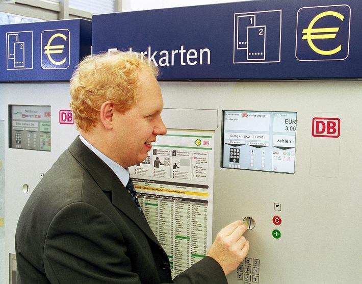 Bahn stellt Fahrkartenautomaten auf Euro um