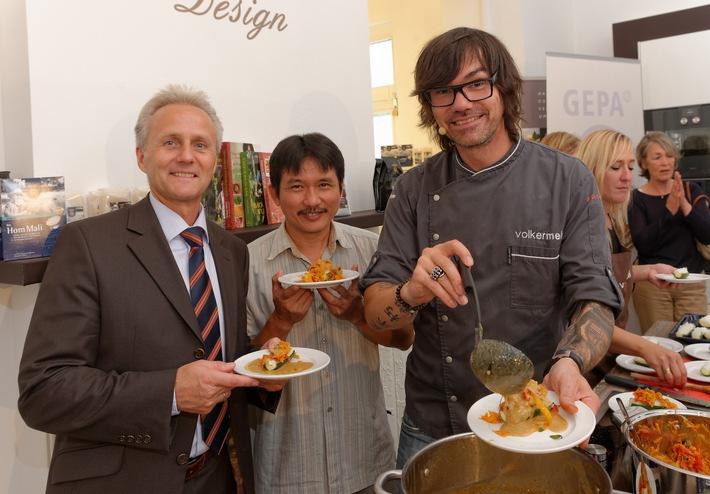 """Kochshow mit fairem Bio-Duftreis aus Thailand / Vitoon Panyakul von Green Net und Ayurveda-Koch Volker Mehl kochen mit fairem Jasminreis """"Hom Mali"""""""