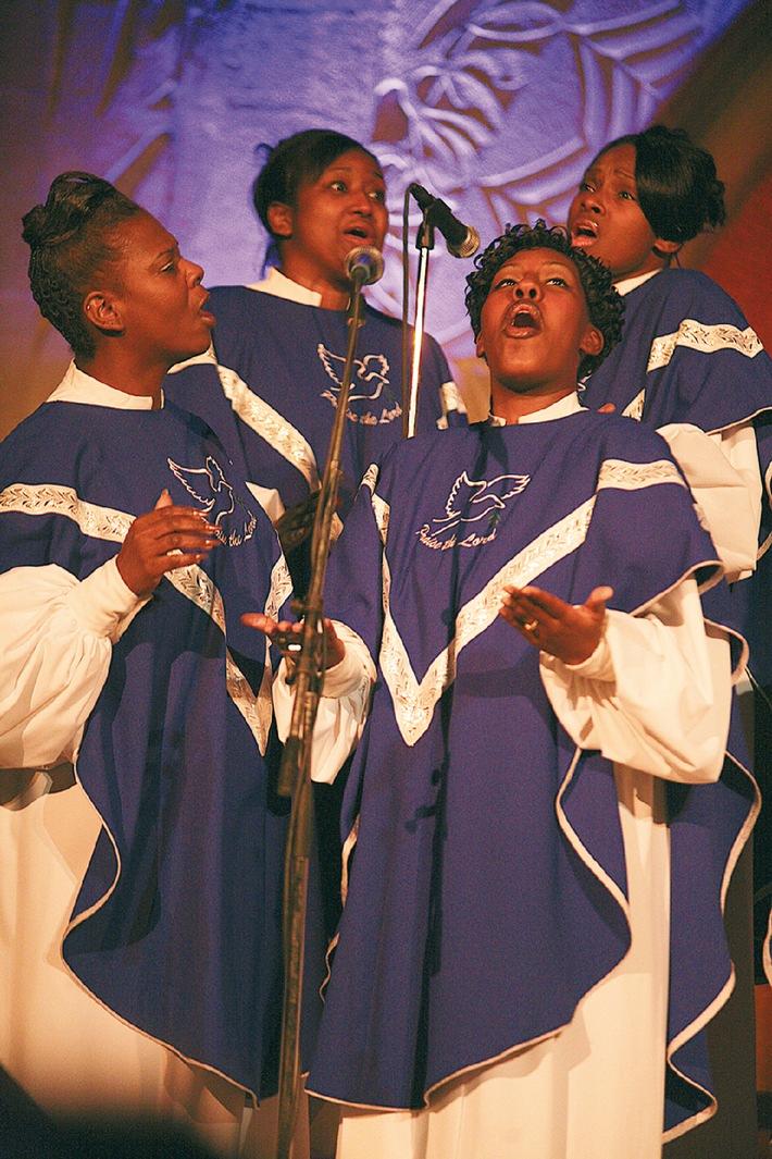 Voices of Gospel Jubiläumstournee 2010: / Afro-amerikanische Sänger touren durch Schweizer Spitäler