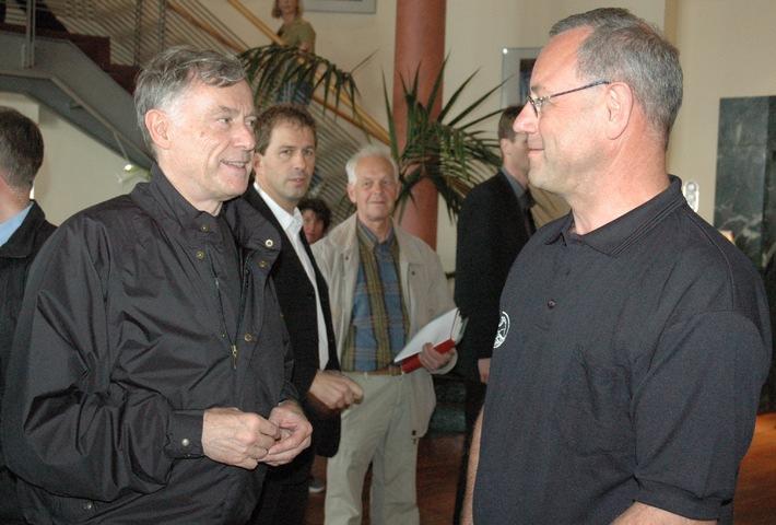 Bundespräsident Horst Köhler überrascht Rescue2008-Team  im Organisationsbüro