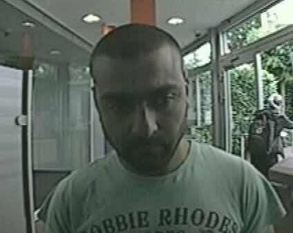 POL-PB: Polizei sucht Taschendieb mit Hilfe von Fotos aus Überwachungskamera