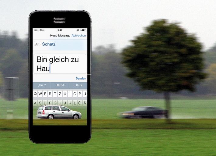 SMS am Steuer: Tödliche Gefahr / Risiko wird von vielen Autofahrern unterschätzt