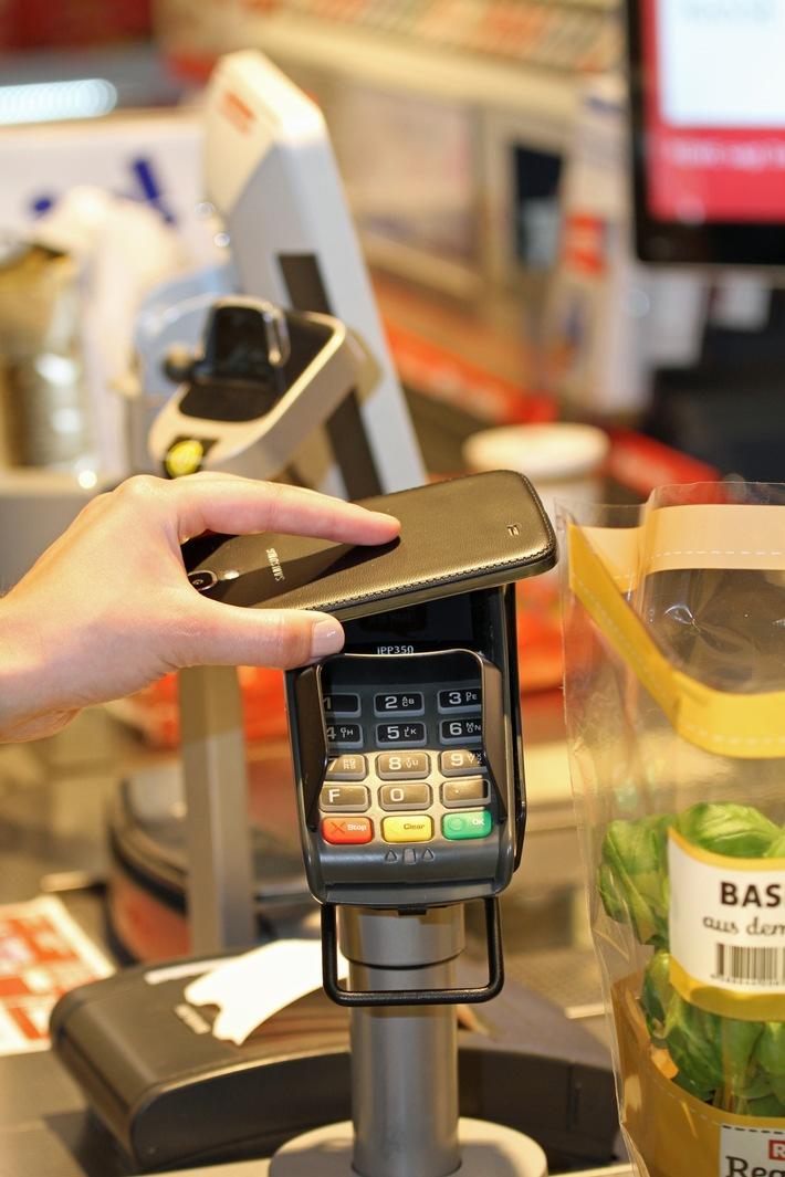 REWE bietet deutschlandweit kontaktloses Zahlen mit NFC an