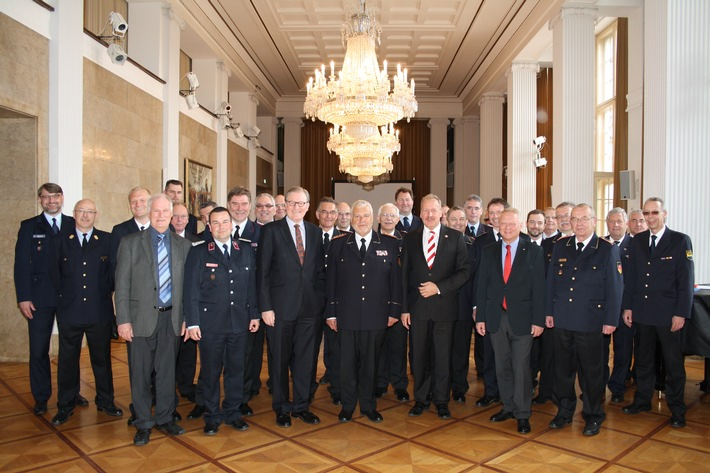 Feuerwehrverband mahnt Verantwortung des Bundes an / Finanzierung des Bevölkerungsschutzes sowie Versicherungsschutz beraten