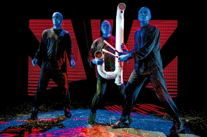 """Europaweit einzigartig, weltweit einmalig: Große Premiere von """"Blue Man Group"""" in Berlin / Im zehnten Jahr Neuauflage im Stage Bluemax Theater"""