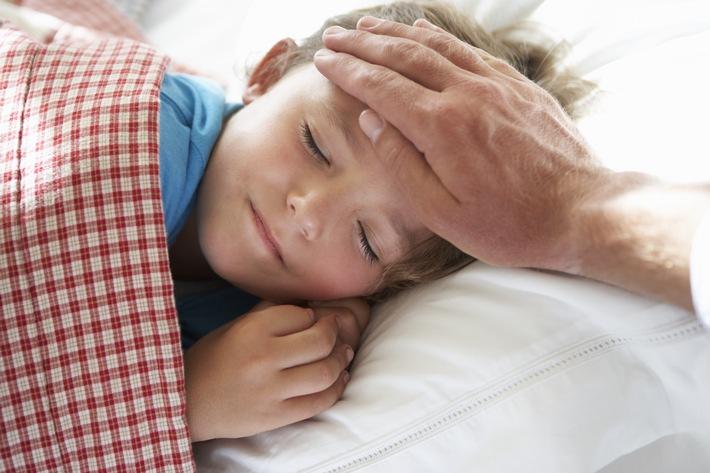 Heute bleibt Papa zuhause / Eine aktuelle Auswertung der Siemens-Betriebskrankenkasse SBK zeigt: Immer öfter bleiben deutsche Väter der Arbeit fern, um sich um ihr krankes Kind zu kümmern