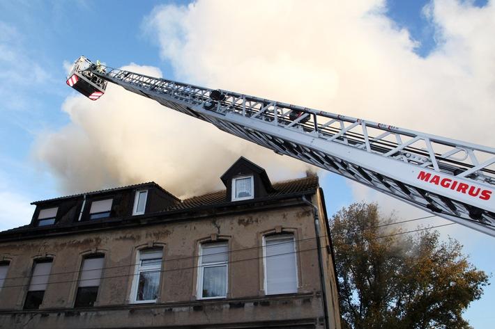 FW-E: Dachstuhlbrand in Essen-Dellwig, keine Verletzten