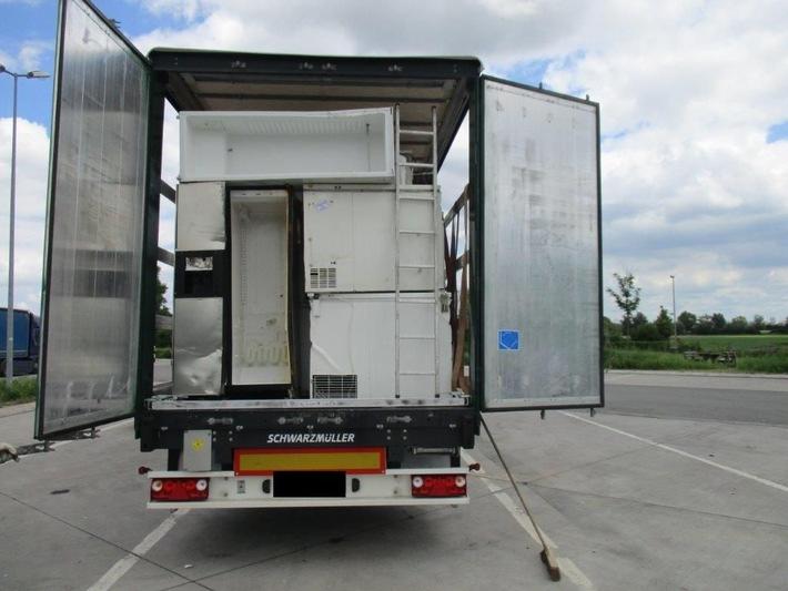 """POL-PPRP: BAB 61, Parkplatz """"Auf dem Hahnen"""", Gemarkung Lambsheim) Abfalltransportkontrolle - jeder dritte wurde beanstandet."""