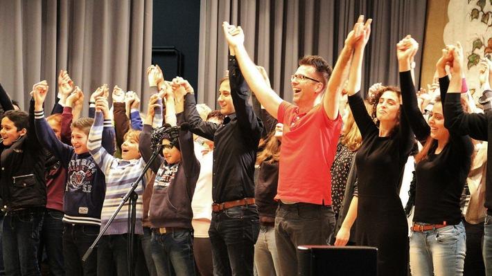 """""""Auch du kannst singen"""" am 24.3. um 22.45 Uhr im SWR Fernsehen Das Chor-Experiment mit Einwohnern von Sasbachwalden und Flüchtlingen"""