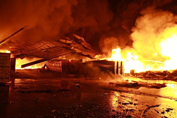 FW-E: Großbrand in einem Recycling-Unternehmen in Essen, II. Fortschreibung