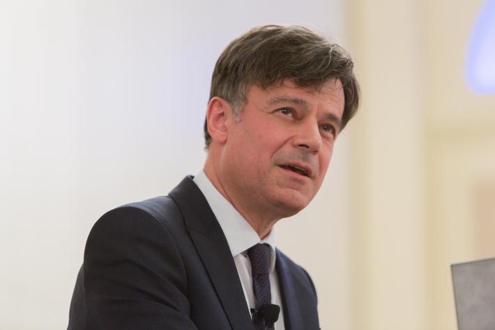 """""""Ärzte sollten mehr auf ihre Erfahrung setzen"""" / Exzellenz-Symposium zum Abschluss des Deutschen Schmerz- und Palliativtages"""