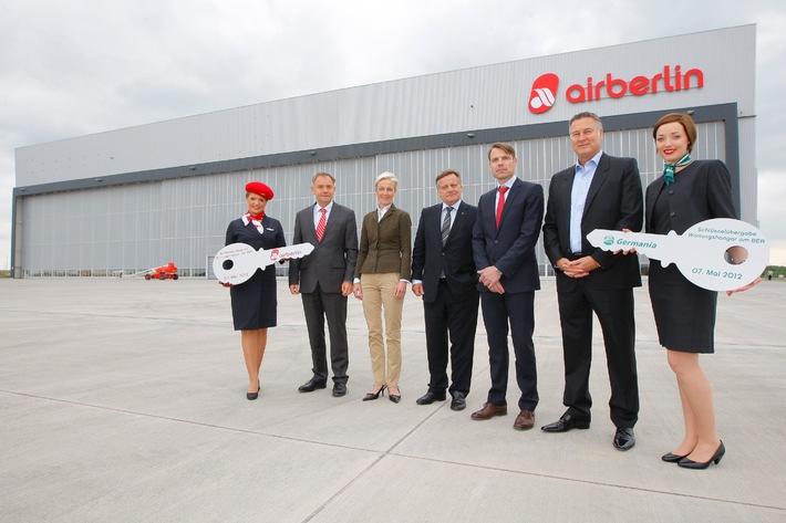 Schlüsselübergabe am BER: Wartungshangar in Betrieb genommen / airberlin und Germania nutzen größten Technikneubau zur Flugzeugwartung