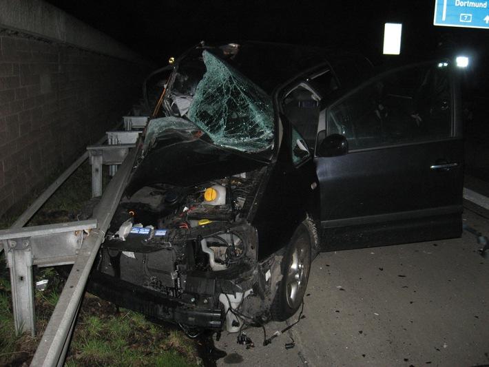 POL-HI: PKW prallt unter Sattelzug- der Beifahrer hätte es nicht überlebt!