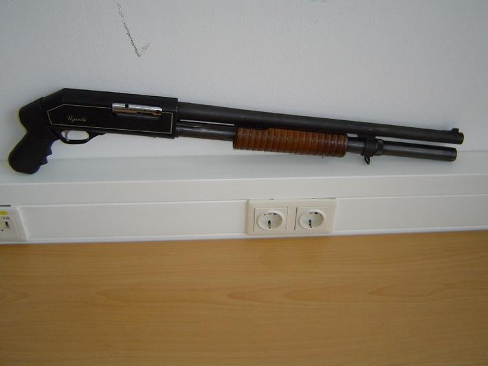 POL-MFR: (376) Waffenarsenal sichergestellt - Bildveröffentlichung